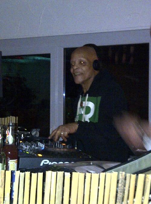 Moderierte das Festivalradio und die Nacht im GranCanSoul-Club: Groove Doctor Kenny B.  (Foto: T. W.-Fuchs)