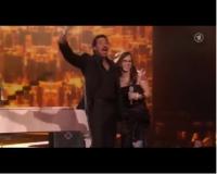 Lionel Richie und Stefanie Heinzmann gemeinsam auf der Bühne (Foto: ARD Screenshot)