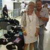 Das gelbe Bändchen machte es möglich: Für ein Foto mit dem Ehepaar Roßkopf wurde der Merchandising-Stand zum roten Teppich (Foto: rap2soul)
