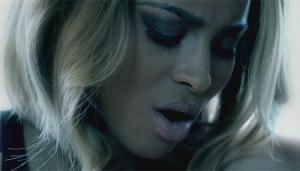 "Ciara im Video zu ""Body Party"". (Foto: Sony Music)"