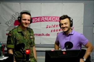 Ardian Bujupi bei Radio Adernach (Foto: Bundeswehr)