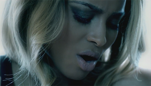 "Ciara im Video zu ""Body Party"". (Foto: Sony Music)"